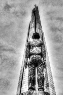 The Shard and Man Statue von David Pyatt