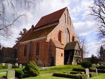Backsteinerne Dorfkirche in Basse von Sabine Radtke