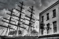 The Cutty Sark and Gipsy Moth Pub Greenwich von David Pyatt
