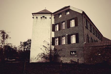 Haus-buergel-01-grau-1