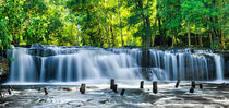 Blue water of Kulen waterfall in Cambodia von perfectlazybones