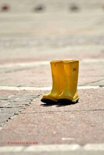 yellow shoes by Andreas Rohrer