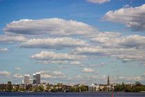 Alster Hamburg mit Blick auf die Mundsburg Tower von Dennis Stracke