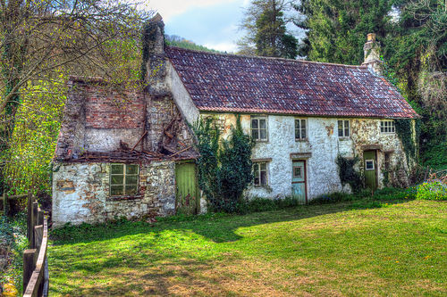Dilapidated-cottages-tintern