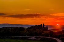Teufelsmauer bei Thale im Sonnenuntergang mit Blick zum Brocken von Daniel Kühne