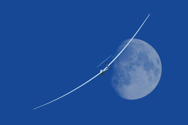 0-gliding-under-the-moon