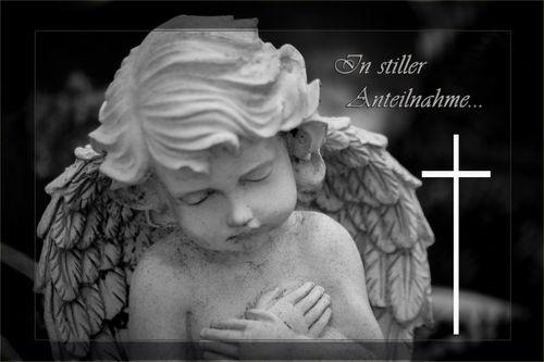 Trauernder-engel-in-stiller-anteilnahme