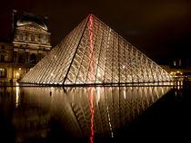 Pyramide du Louvre 3 von Rolf Sauren