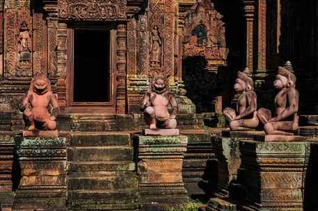 Stone-relief-sculptures-at-banteay-srei-cambodia