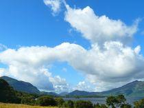 Wolken über dem Lough Leane von gscheffbuch