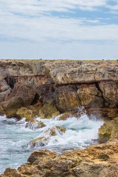 Felsenlandschaft-am-mittelmeer-ii