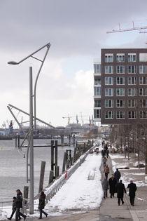 Hamburg - Hafencity Spaziergänger - Promenader von Marc Heiligenstein