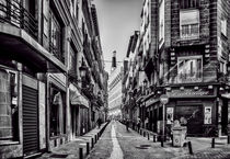 simple street simple bw madrid by Joseph Borsi