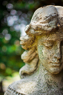 Elmwood-cemetery-042-girlwithcrossface