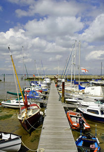 Along C Pontoon in Ryde Harbour von Rod Johnson