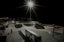 Bondi Skate Park at Night von Tim Leavy