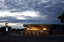 Apollo Bay Petrol Station von Tim Leavy