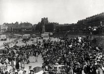 Singers on the beach at Margate, c.1900 (b/w photo) von Bridgeman Art