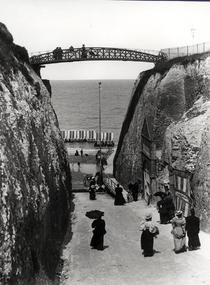 Newgate Gap, Margate, c.1900 (b/w photo) von Bridgeman Art