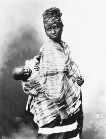 Senegalese Mother and Child, c1900 von Bridgeman Art