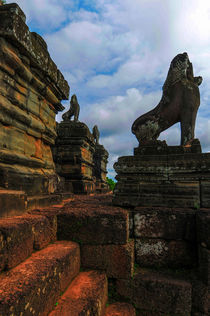 Lions statue, Angkor by Luciano Lepre