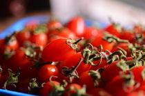 mini tomatos by Drica Monteiro
