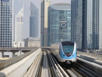 Fahrt mit Dubais Metro by Renée König