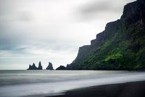 Island Iceland Vik Reynisdrangar - water and cliffs von Matthias Hauser