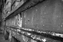 Shattered wall von uta-behnfeld