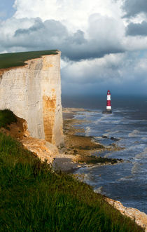 White cliffs and red-white striped lightouse in the sea von Jarek Blaminsky