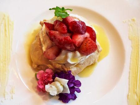 Strawberry-pavlova0204
