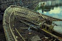 Battered boat  von Rob Hawkins