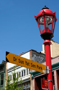 Colourful Vancouver Chinatown Sign von John Mitchell