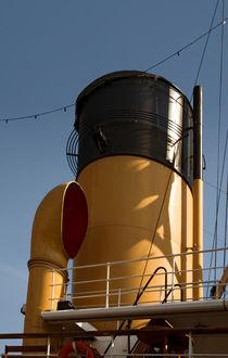 Schiffsschornstein von fotolos