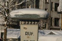 Snow on a taxi pillar by atari-frosch