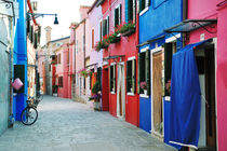 Colorful buildings in Burano  by tanialerro