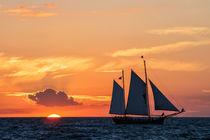 Segelschiff und Sonnenuntergang von Rico Ködder