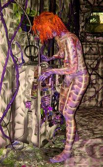 Alien Inhabitant hard at work by LEIGH ODOM