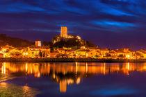 Sonnenuntergang über dem Ort Gruissan in Südfrankreich von Thomas Klee