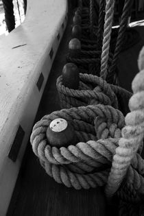 Belaying pins and ropes on a tall ship von Intensivelight Panorama-Edition