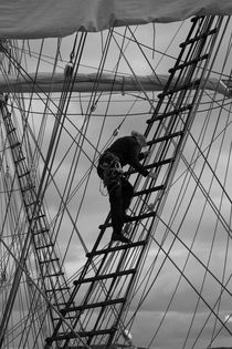 Sailor climbing in the rigging - monochrome by Intensivelight Panorama-Edition
