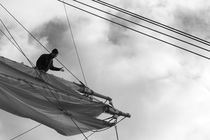 Seaman working in the rigging - monochrome von Intensivelight Panorama-Edition