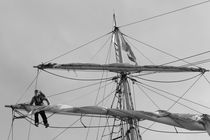 Female sailor working in the rigging von Intensivelight Panorama-Edition