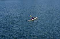 Lone Kayaker Vancouver von John Mitchell