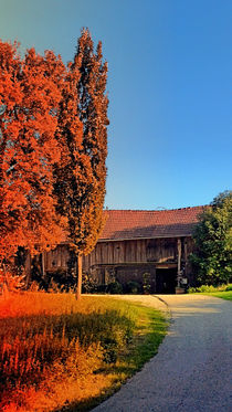 Traditionelles Bauernhaus im Regenbogenlicht | Architekturfotografie von Patrick Jobst