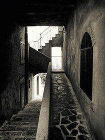 black and white - italian alleys 1 von brava64