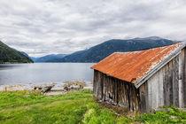 Bootsschuppen am Storfjord von Rico Ködder