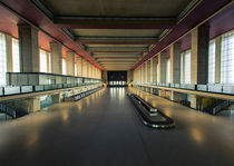 Tempelhof Airport Entrance Hall von Svante Berg