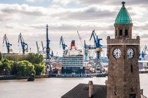 Hamburg Queen Elizabeth an den Landungsbrücken III von elbvue von elbvue