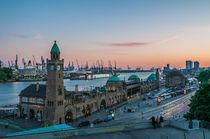 Hamburg Queen Elizabeth an den Landungsbrücken IV von elbvue von elbvue